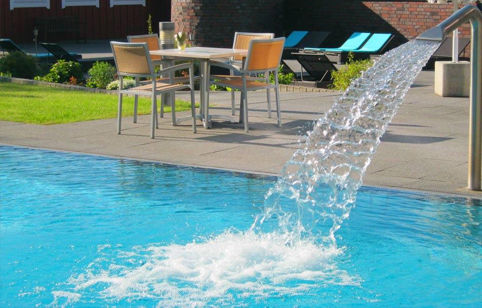 Außenbereich Pool Wasserfall