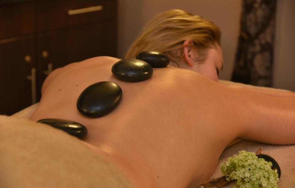 Impression Massage Hotstone auf dem Rücken