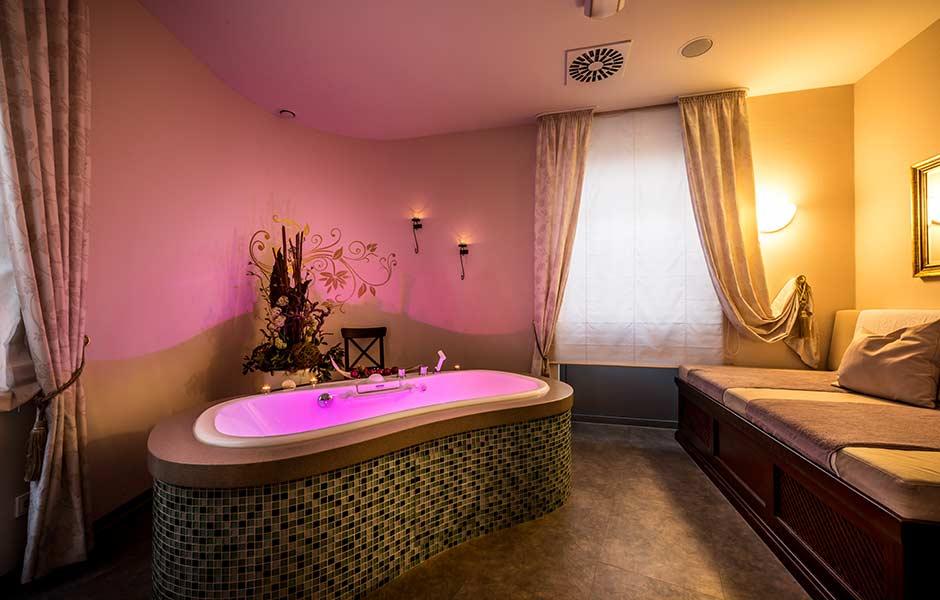 Impression Massage Raum mit Badewanne