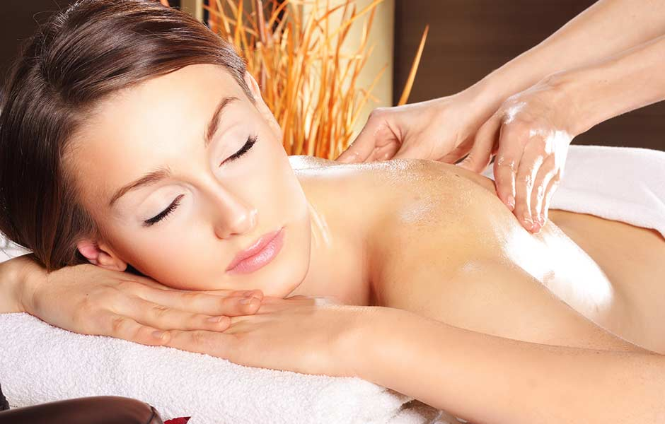 Impression Wellness Rücken Massage Frau